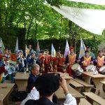 Fahnenschwingergruppe Sansepolcro  bei der Begrüßung in der Burgwehr