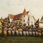 der Fanfarenzug vor dem Grünauer Schloss 1986